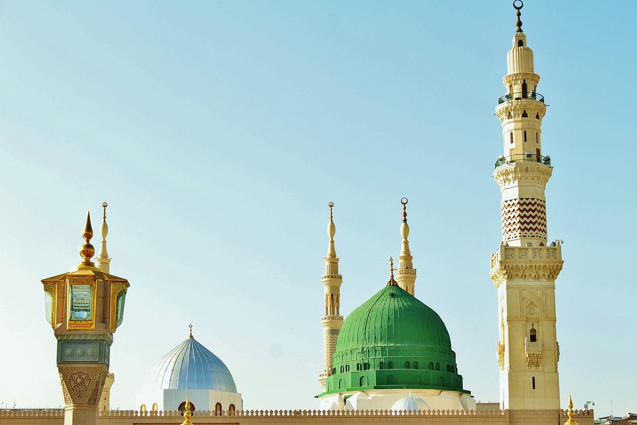 Larangan Meninggalkan Masjid Saat Adzan